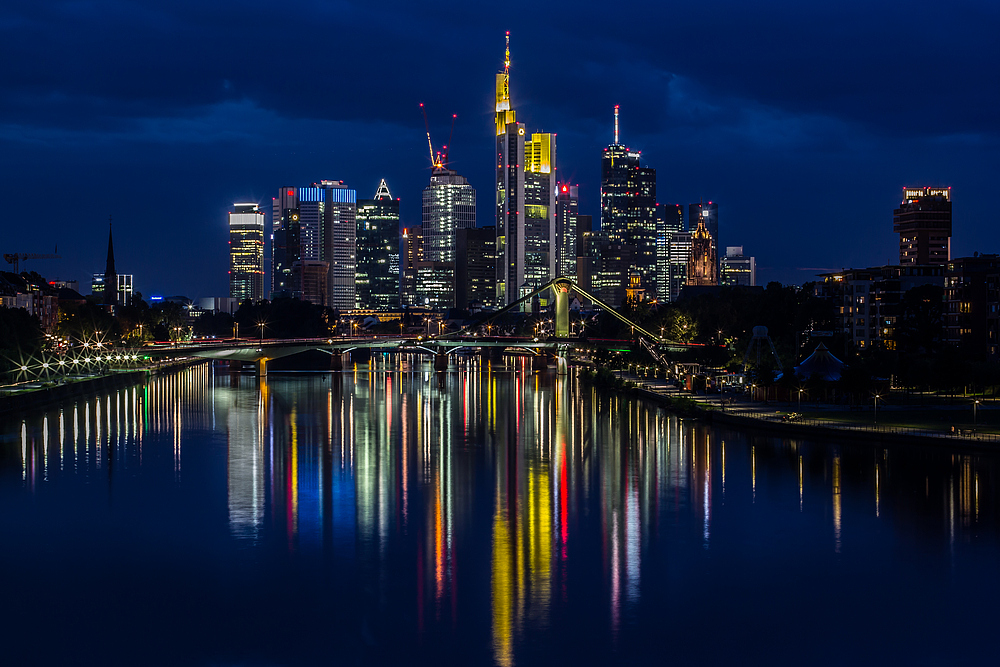 frankfurt skyline bei nacht am foto bild architektur stadtlandschaft skylines. Black Bedroom Furniture Sets. Home Design Ideas