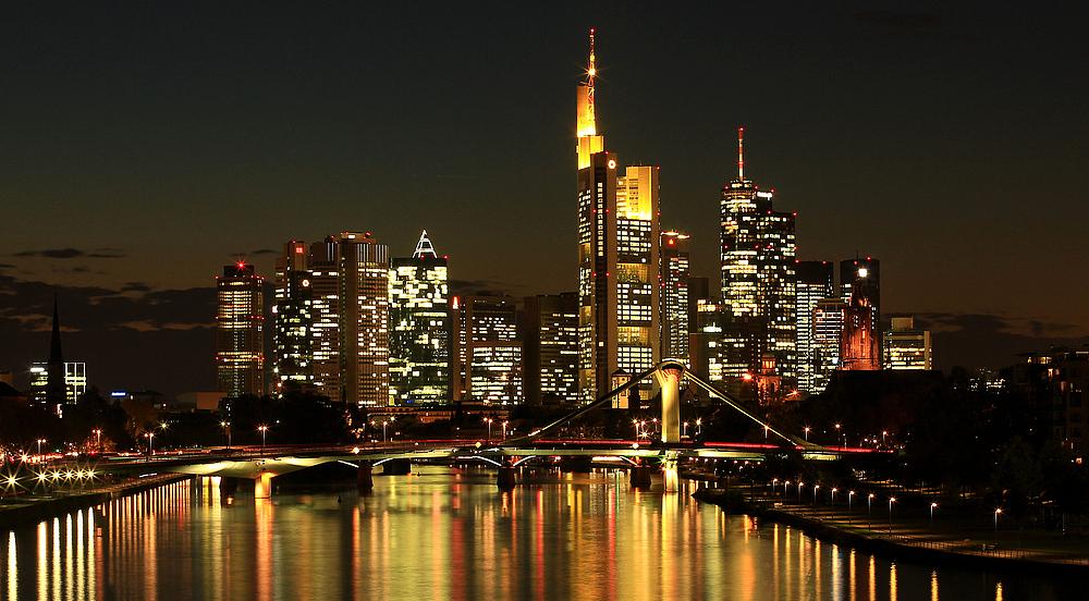 frankfurt skyline bei nacht neu foto bild architektur stadtlandschaft skylines bilder auf. Black Bedroom Furniture Sets. Home Design Ideas