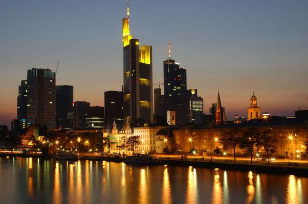 Frankfurt Skyline by Nacht_Neu