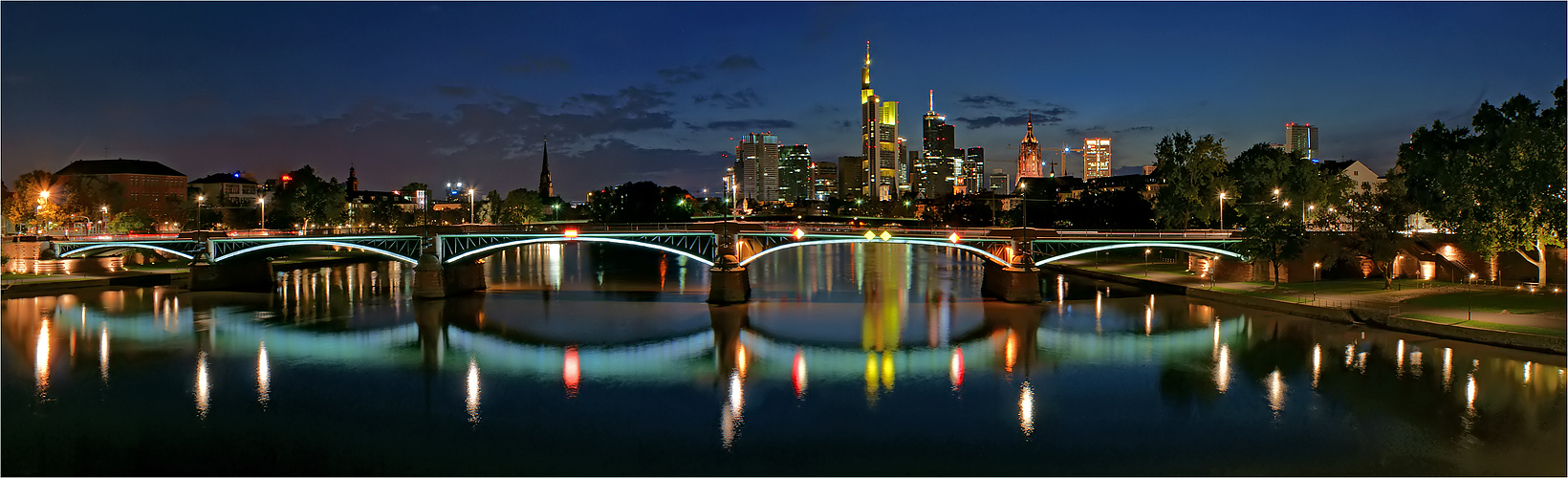 frankfurt skyline foto bild architektur architektur bei nacht frankfurt bilder auf. Black Bedroom Furniture Sets. Home Design Ideas