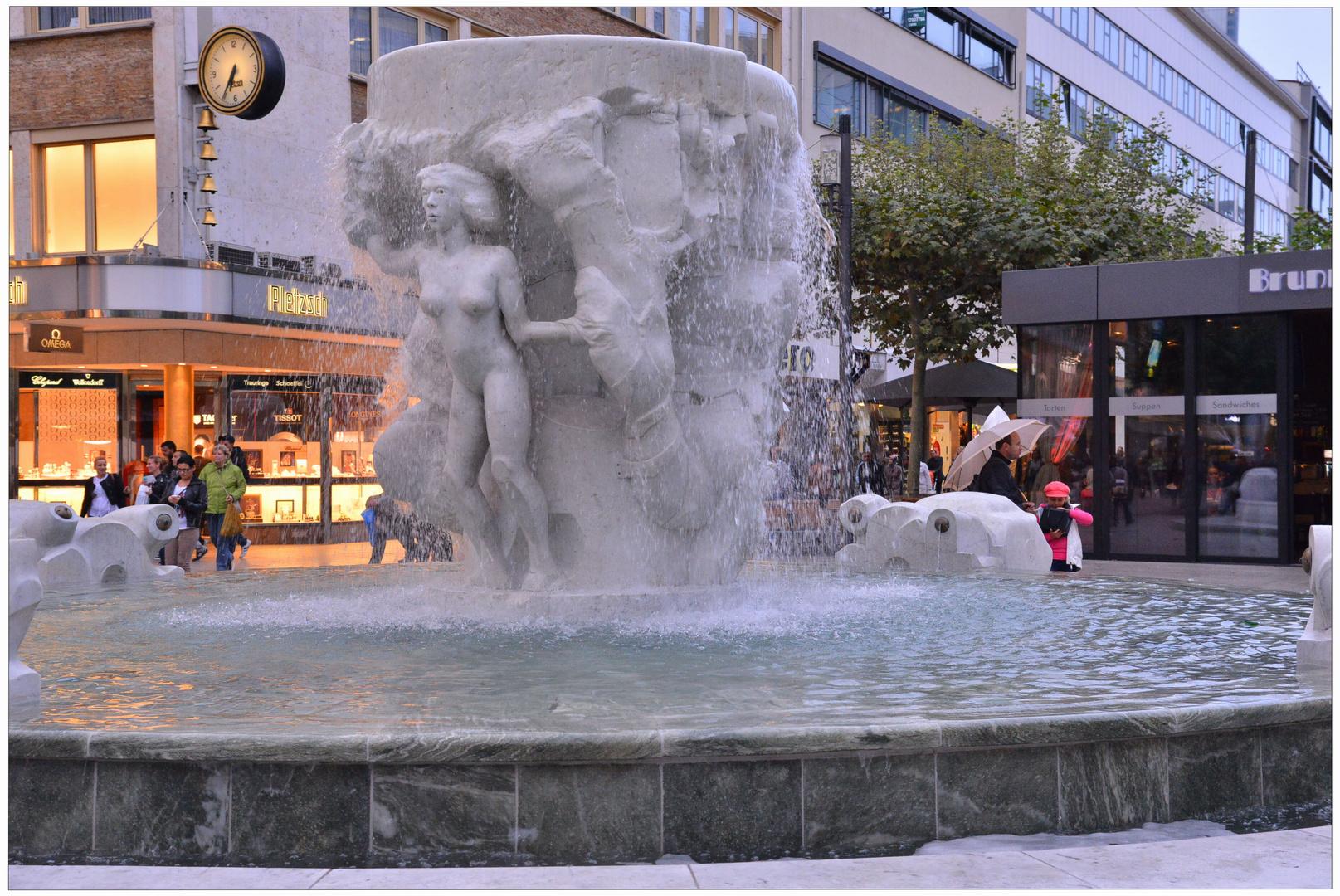 Frankfurt, un fuente (Brunnen)