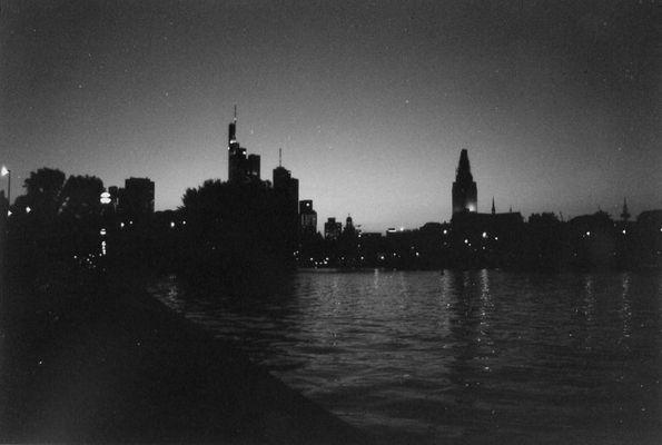 Frankfurter Skyline abends