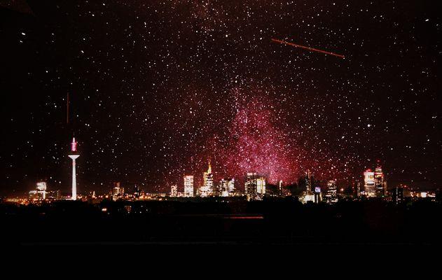 Frankfurter Skyline mit Sternenhimmel