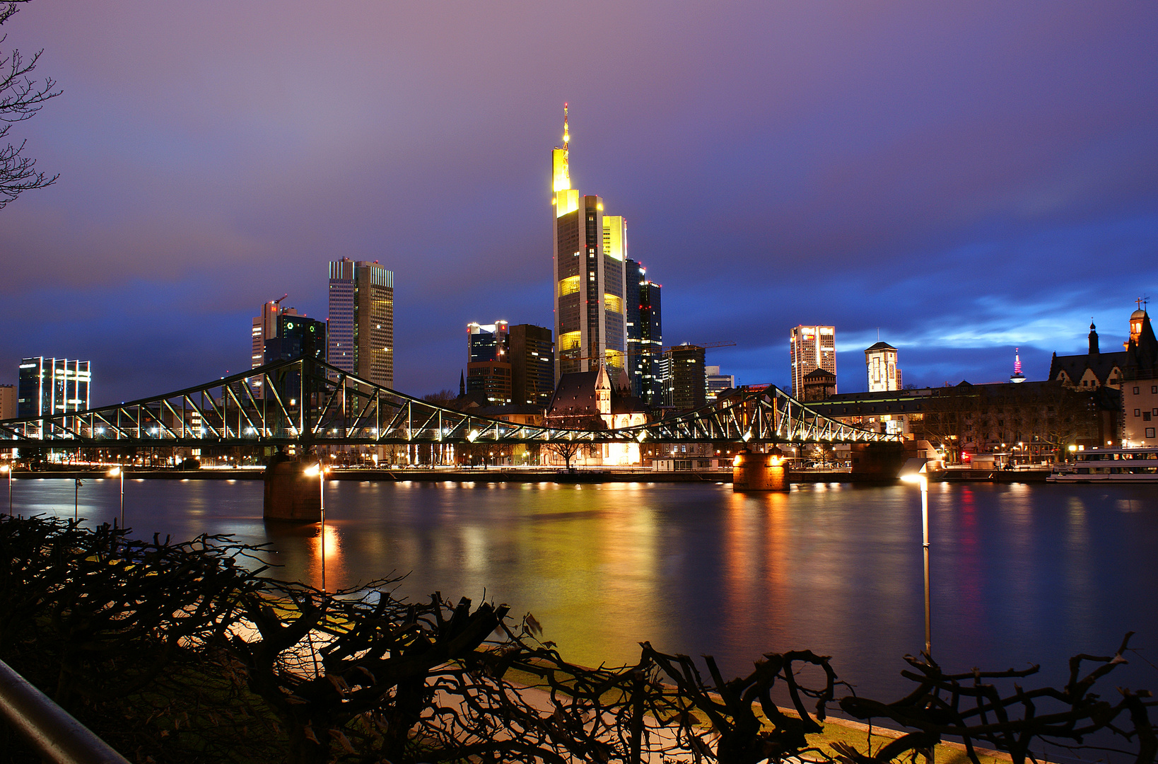 frankfurter skyline wallpaper foto bild deutschland europe hessen bilder auf fotocommunity. Black Bedroom Furniture Sets. Home Design Ideas
