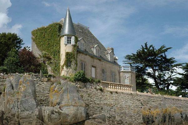 Frankreich, Schloss am Strand von Locquirec