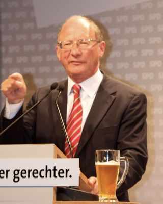 Franz Maget (SPD) beim Wahlkampfauftritt vor dem Auftritt von Franz Mütefering (SPD) 3.9.08 München