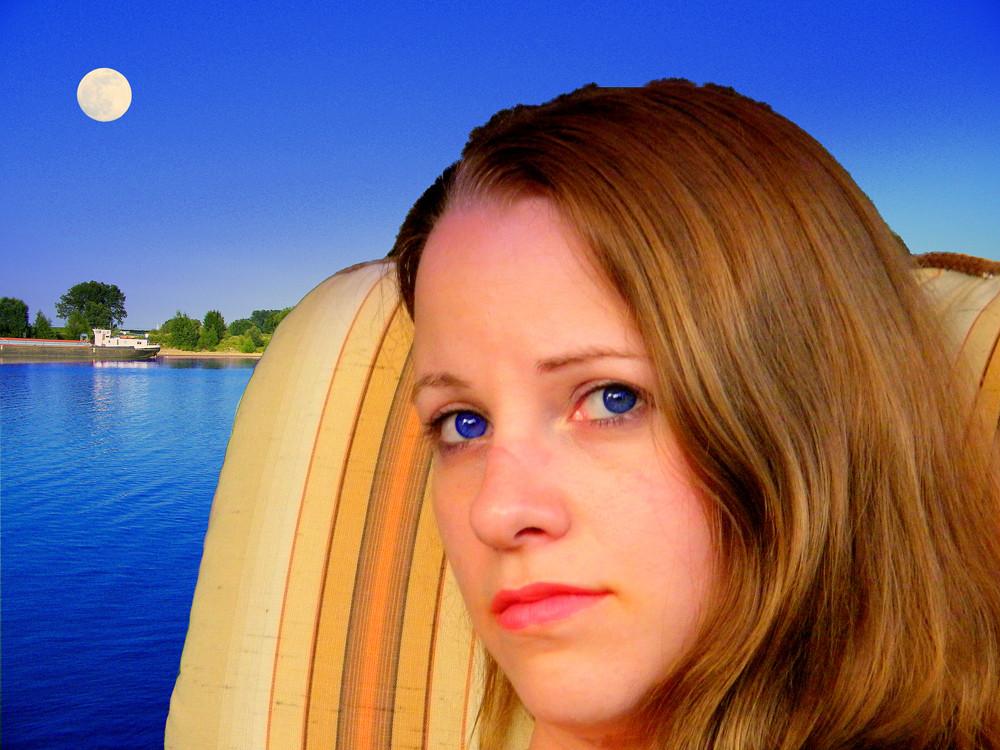 Frau am Rhein