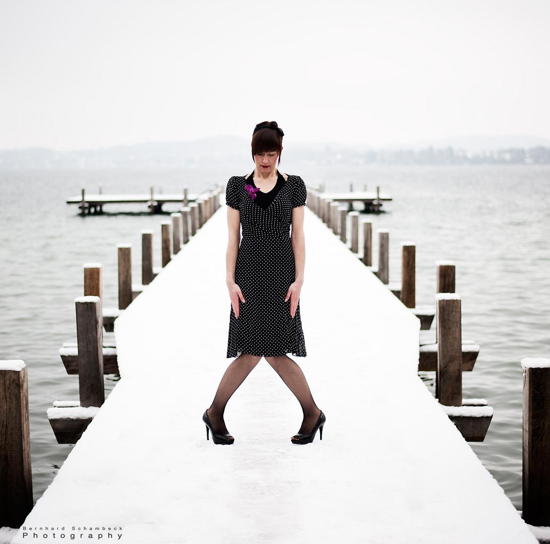 Frau am Steg