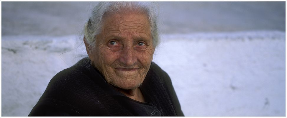 Frau aus Pirgos auf Santorini