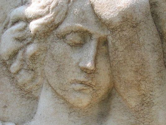 Frau aus Stein