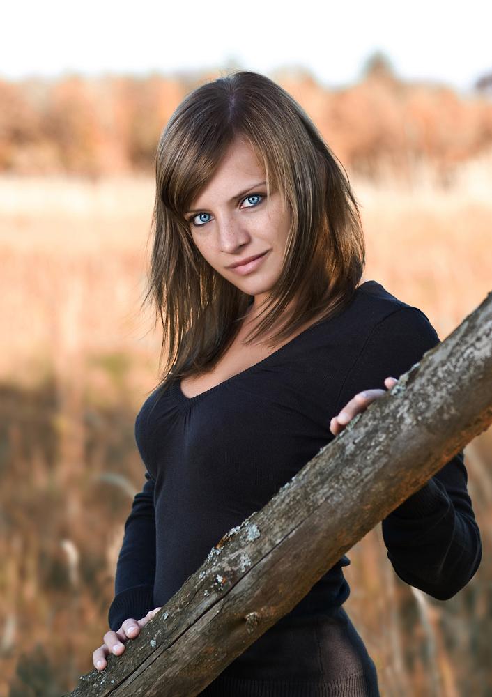 Frau - blaue Augen - Brünett - Ganzkörper Foto & Bild