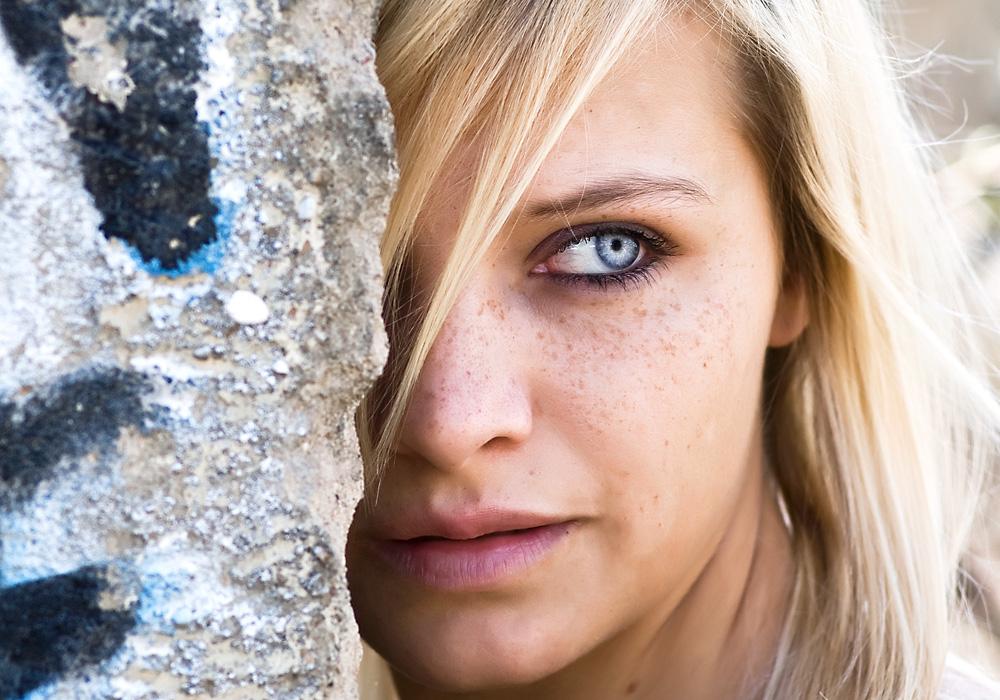 Frau - Blond - blaue Augen - Portrait Foto & Bild