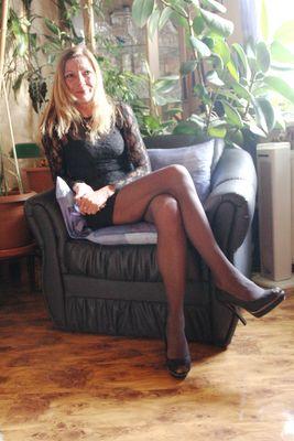 Frau im Sessel