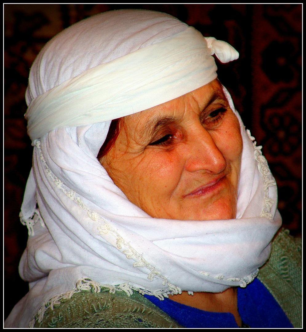 Frau im Taurusgebirge