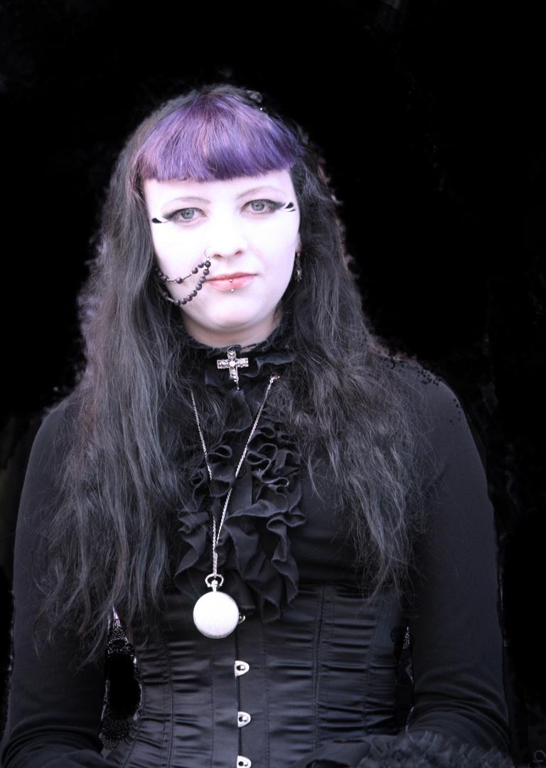 Frau in schwarz 2