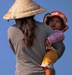 Frau mit Kind / Mekong Delta