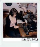 Frau mit Rechenmaschine