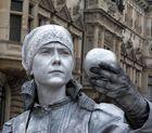 Frau oder Statue?