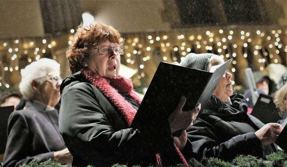 Frau singt Chor OK H-65col     IMG_1065_w10col-HGvMT