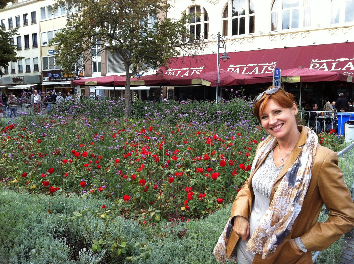 Frau und Blumen