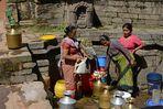 Frauen am Brunnen