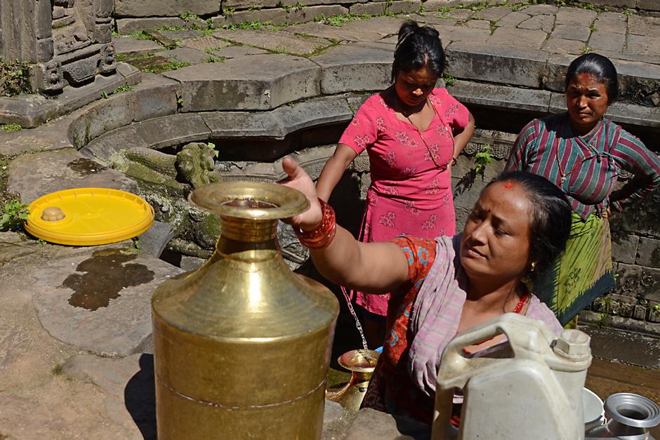 Frauen am Brunnen II