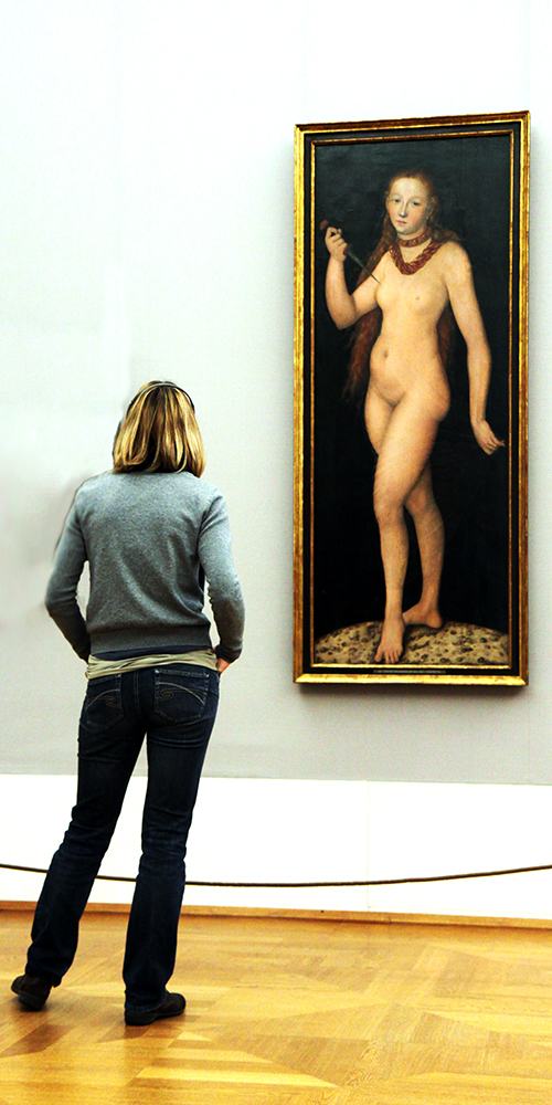 Frau(en) im Museeum