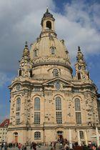 frauenkirche an einem sonnigen tag