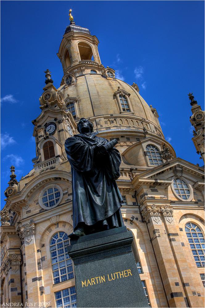 Frauenkirche Dresden mit Lutherdenkmal
