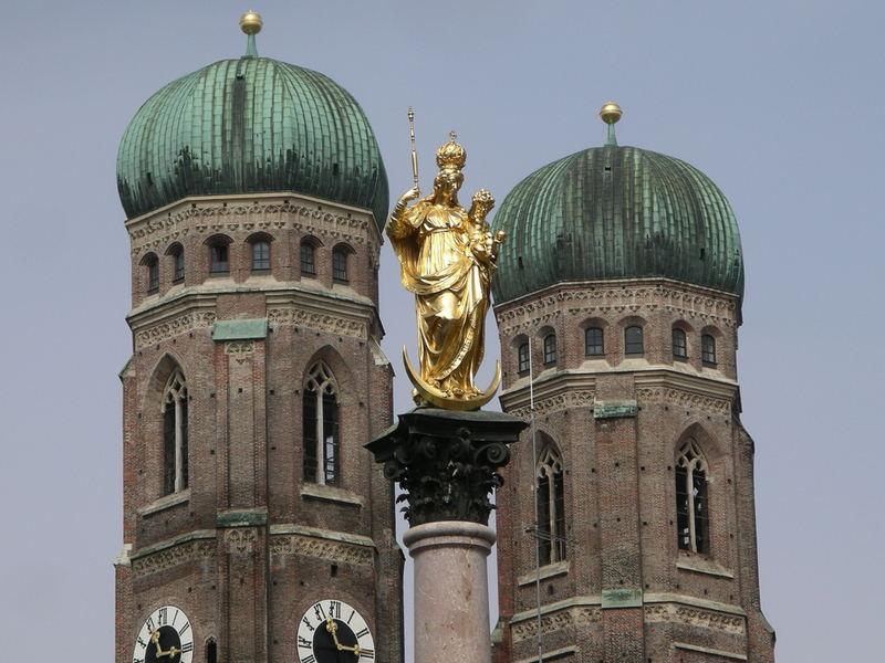 Frauenkirche mit Madonna