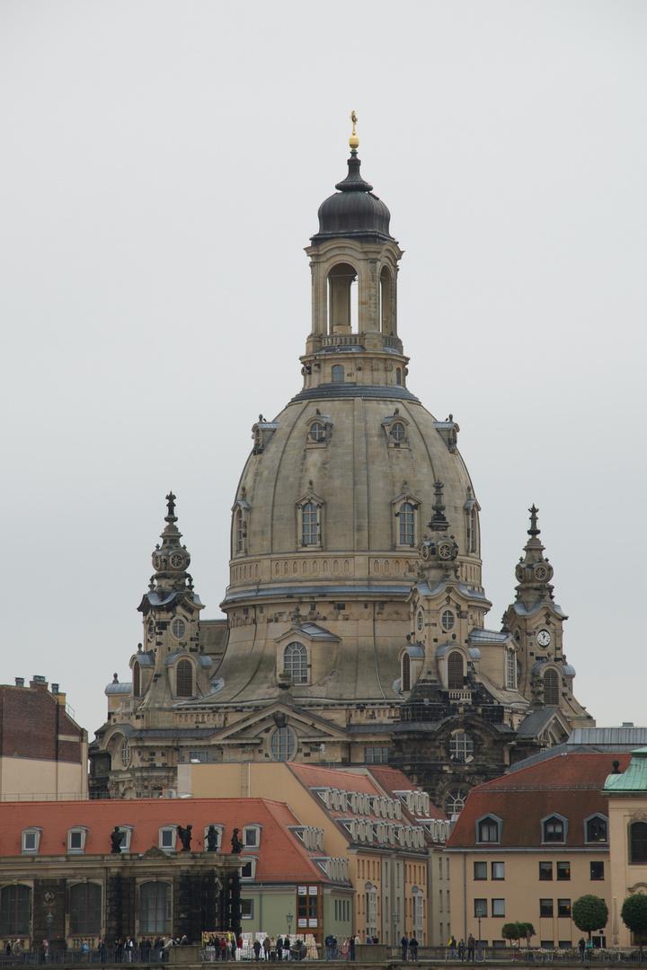 Frauenkirche vom Elbufer aus.