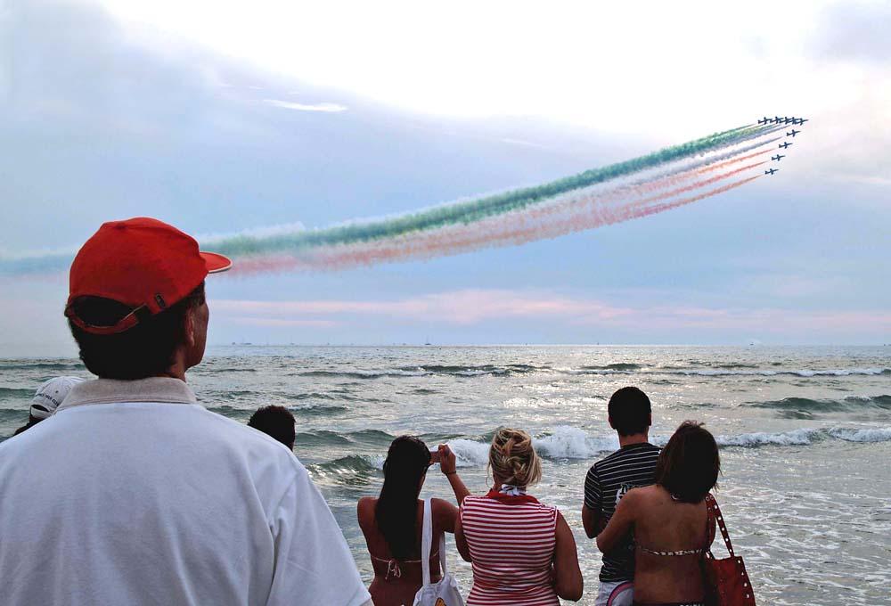 Frecce tricolori su Viareggio