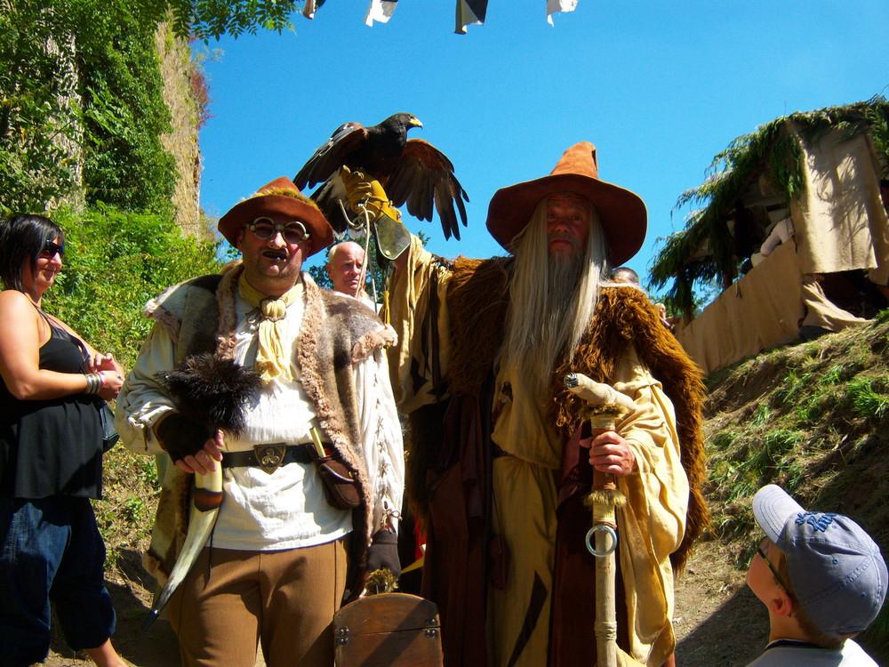 Fredini le magicien, son rapace et son comparse Igor le Bossu