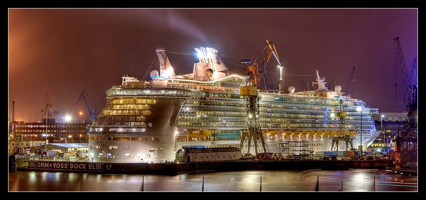 Freedom of the Seas im Dock
