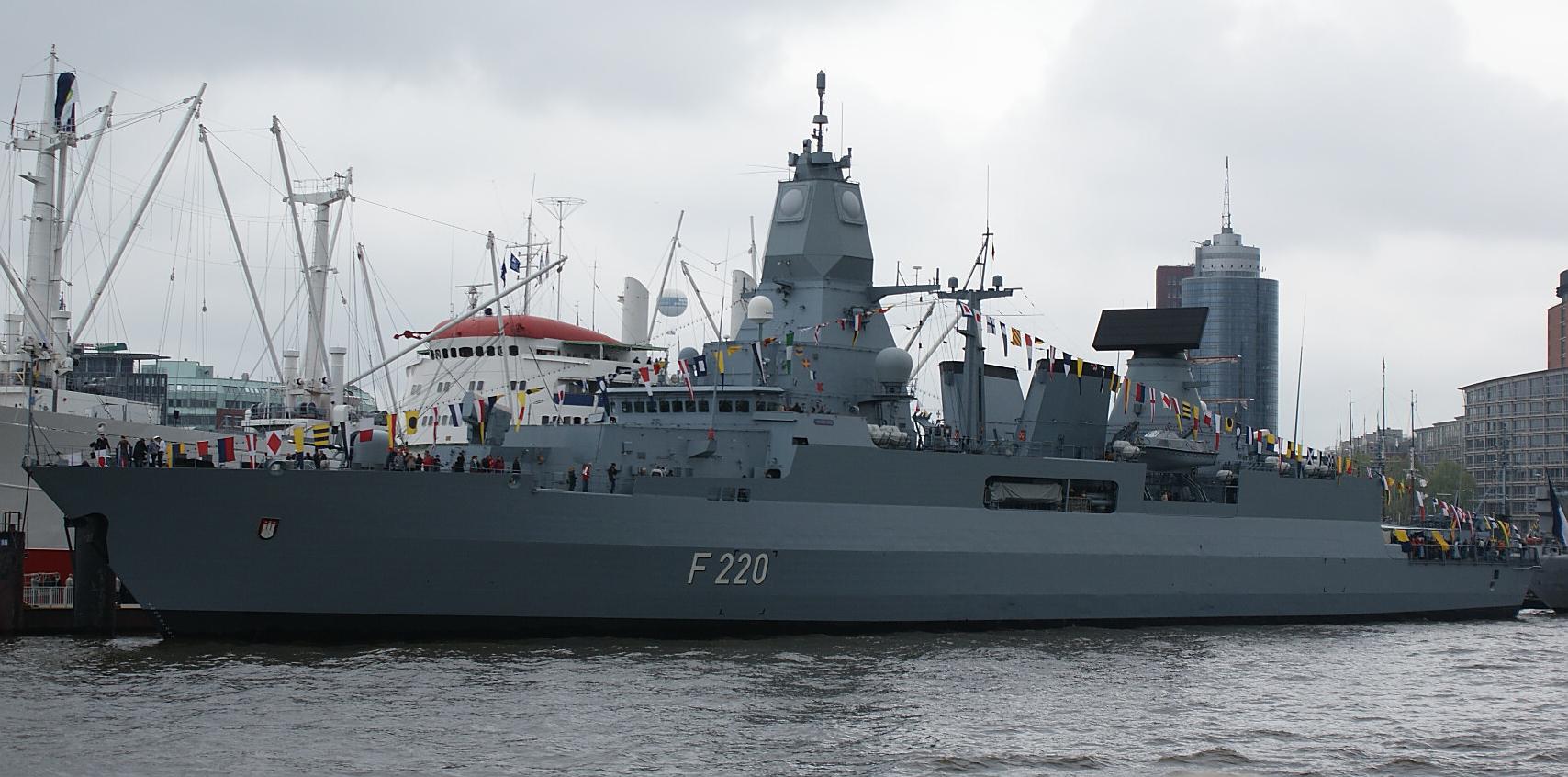 Fregatte F220 Hamburg beim Hafengeburtstag in Hamburg