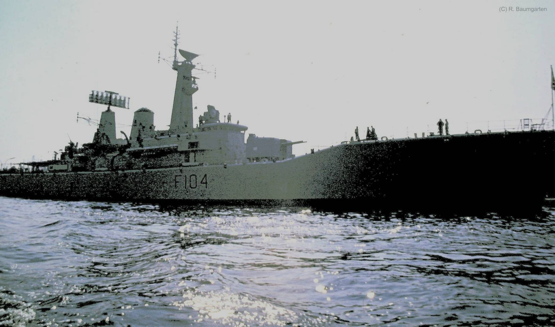 Fregatte HMS Dido F104 Frigate im Hamburger Hafen