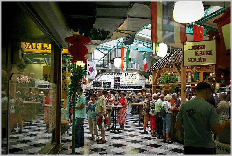 Freiburg im Breisgau. Markthalle. Multi-kulti-kulinarisch.