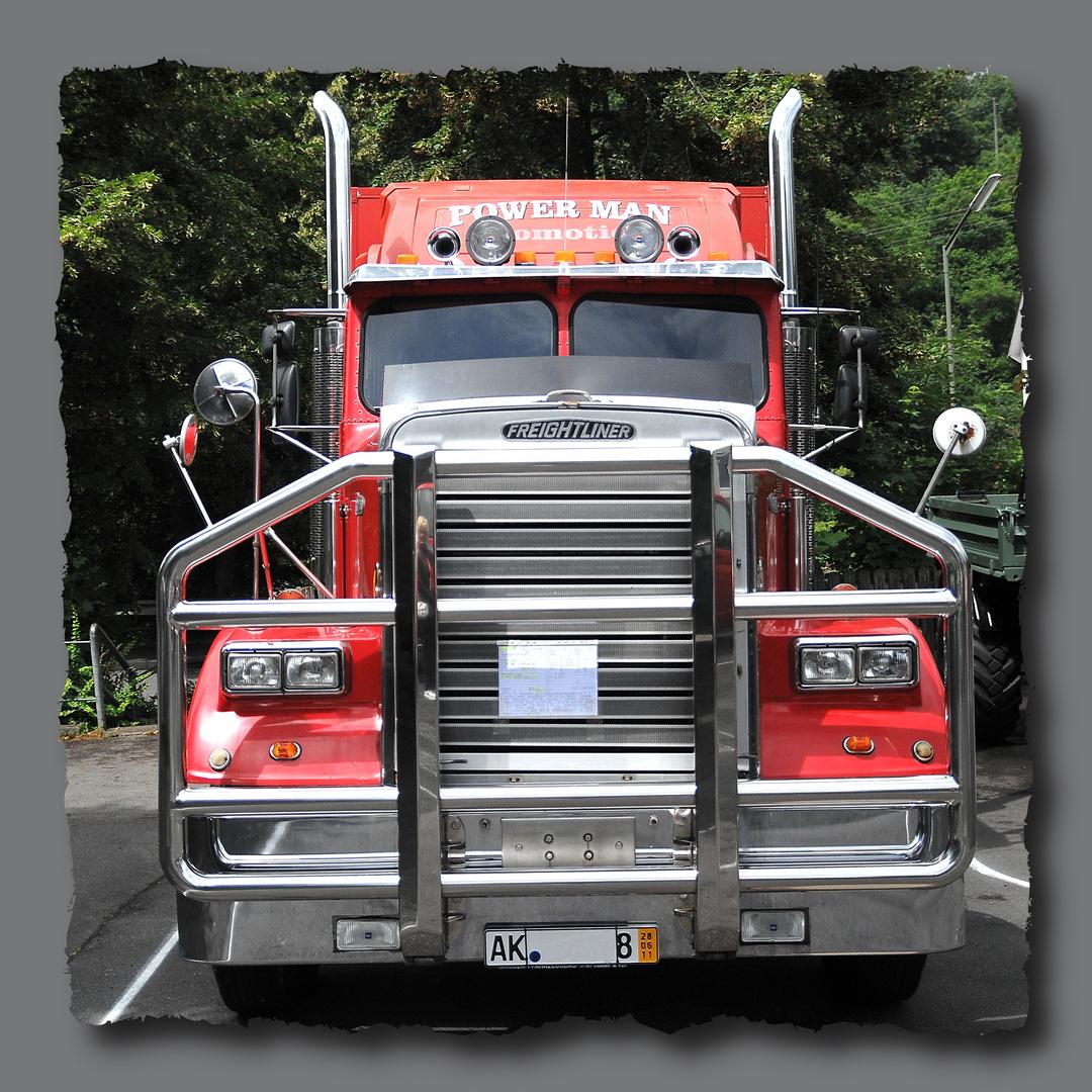 Freightliner als Wohnmobil umgebaut