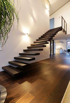 Freitragende Treppe