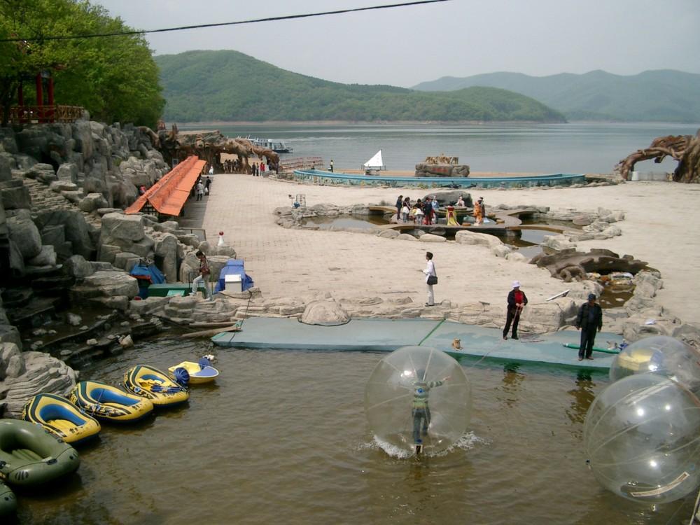 Freizeitpark am Staudamm Songhua lake