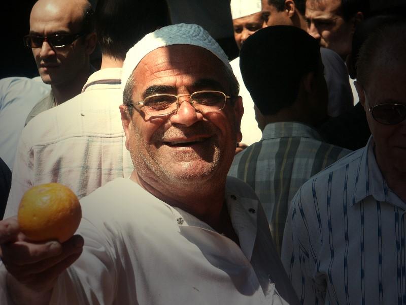 Freundlicher, arabischer Gemüsehändler.....