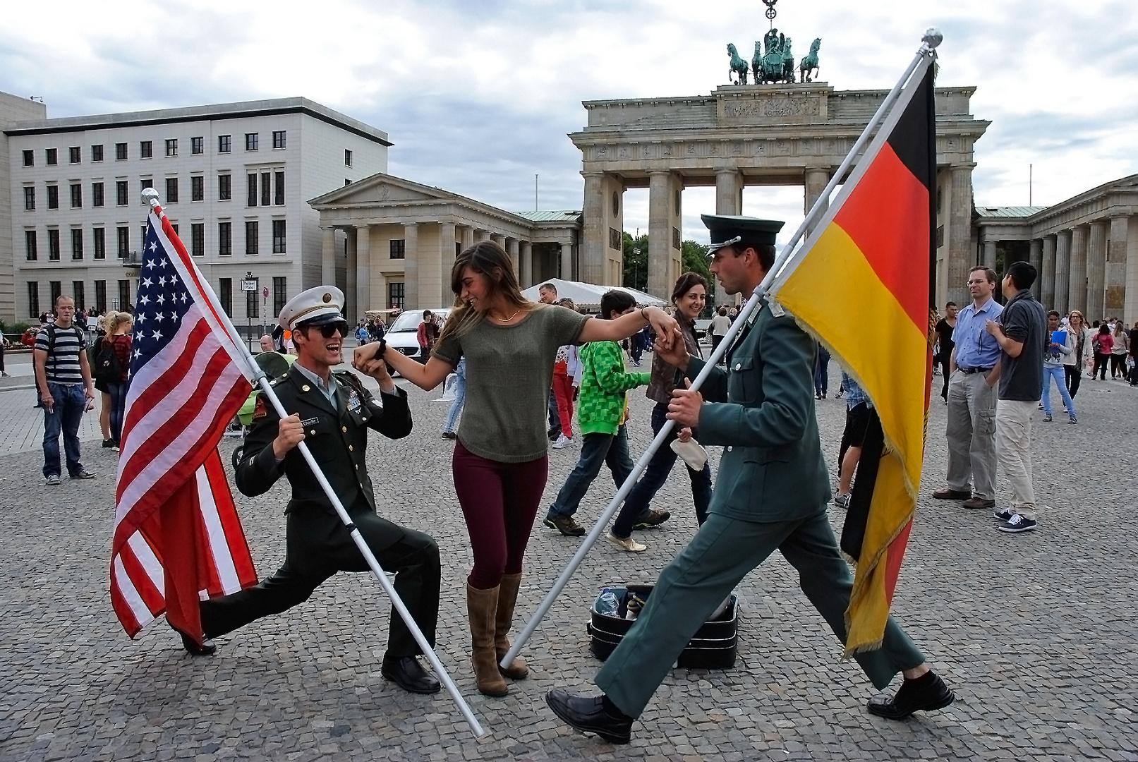Freundschaft am Brandenburger Tor