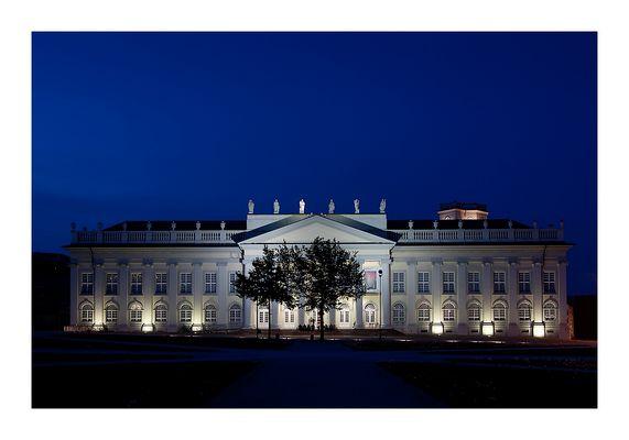 """Fridericianum in Kassel zur """"Blauen Stunde"""""""