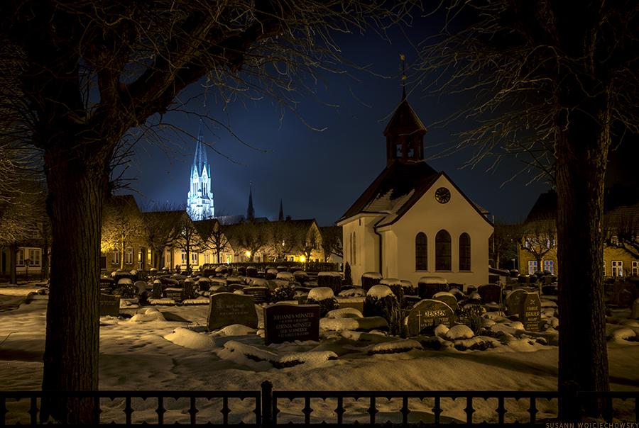 Friedhof auf dem Schleswiger Holm mit Dom
