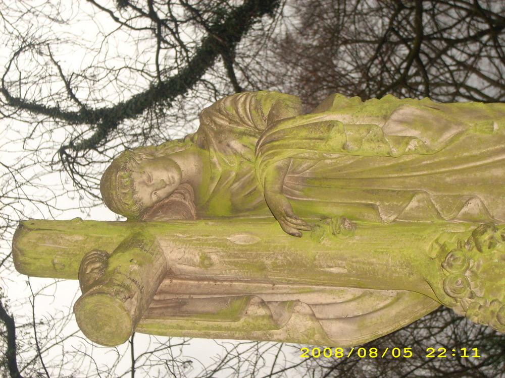 Friedhofsstatue
