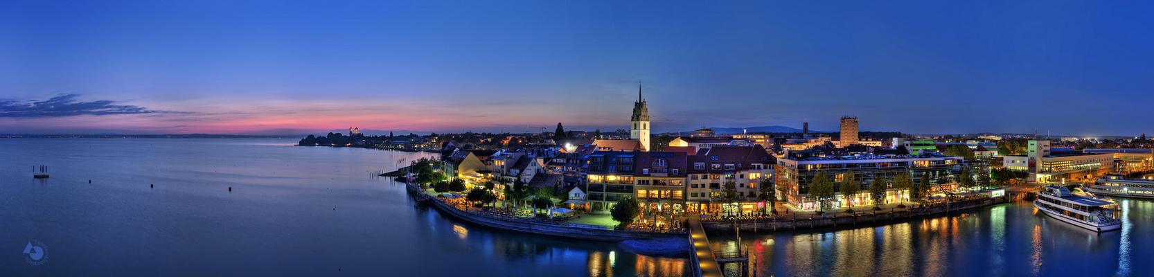 Friedrichshafen bei Nacht