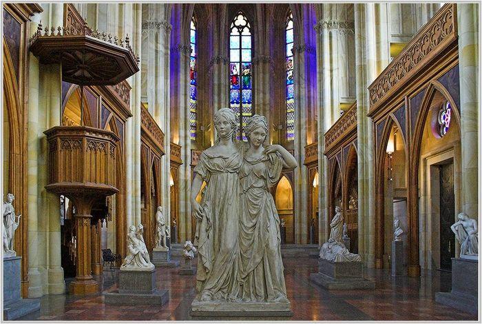 Friedrichwerdersche Kirche. Sammlung klassizistischer Skulpturen.