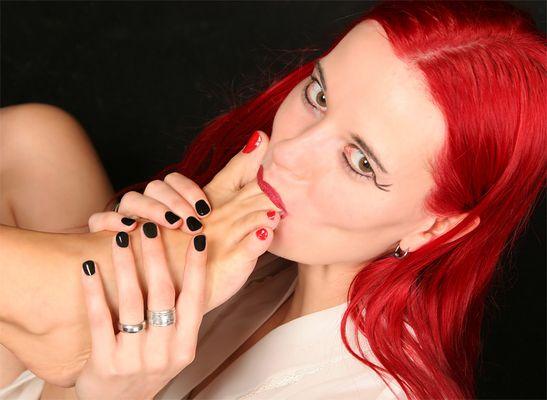frisch lackierte fingernägel *zwinker*