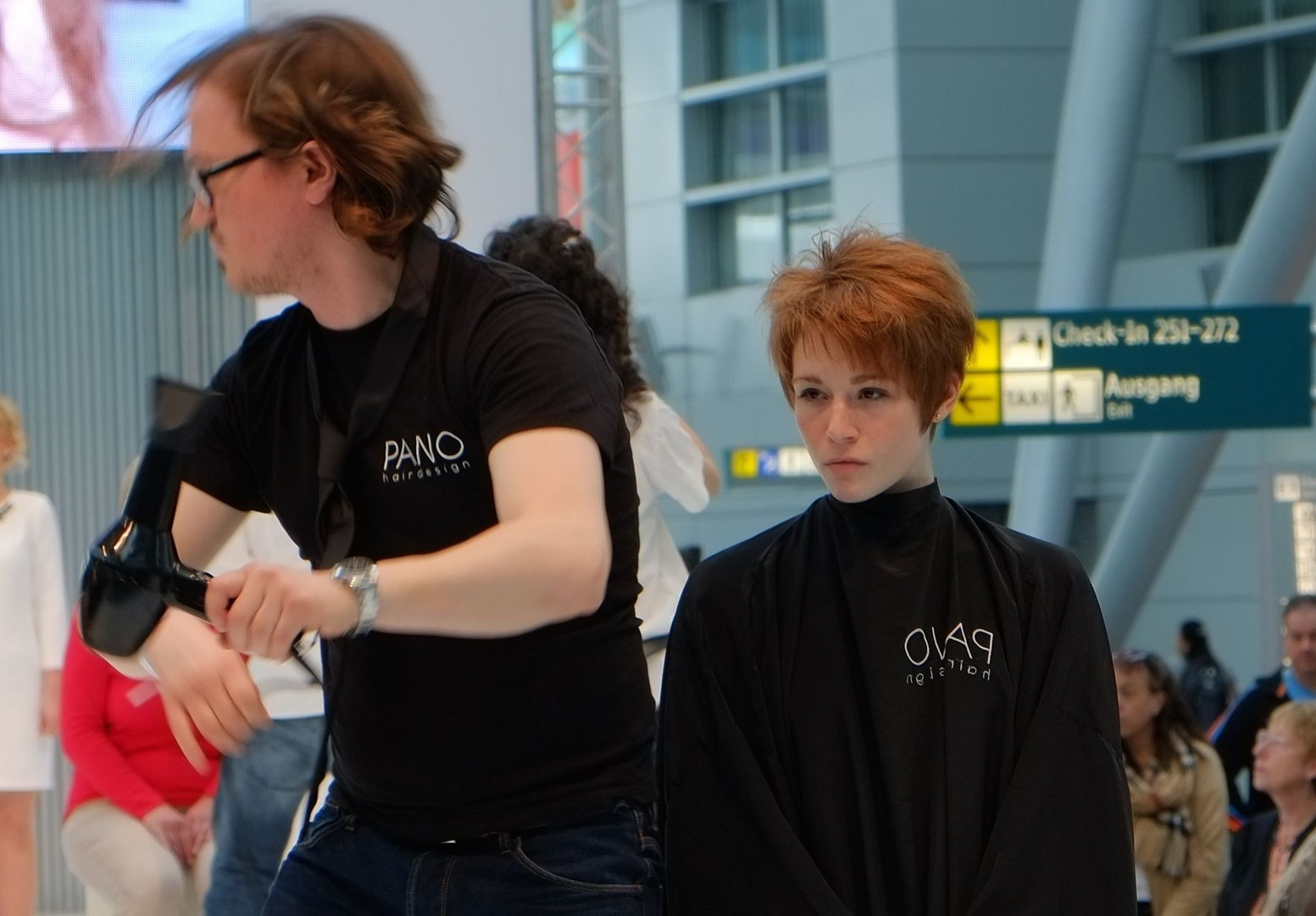 Frisur auf Tour am Airport Düsseldorf