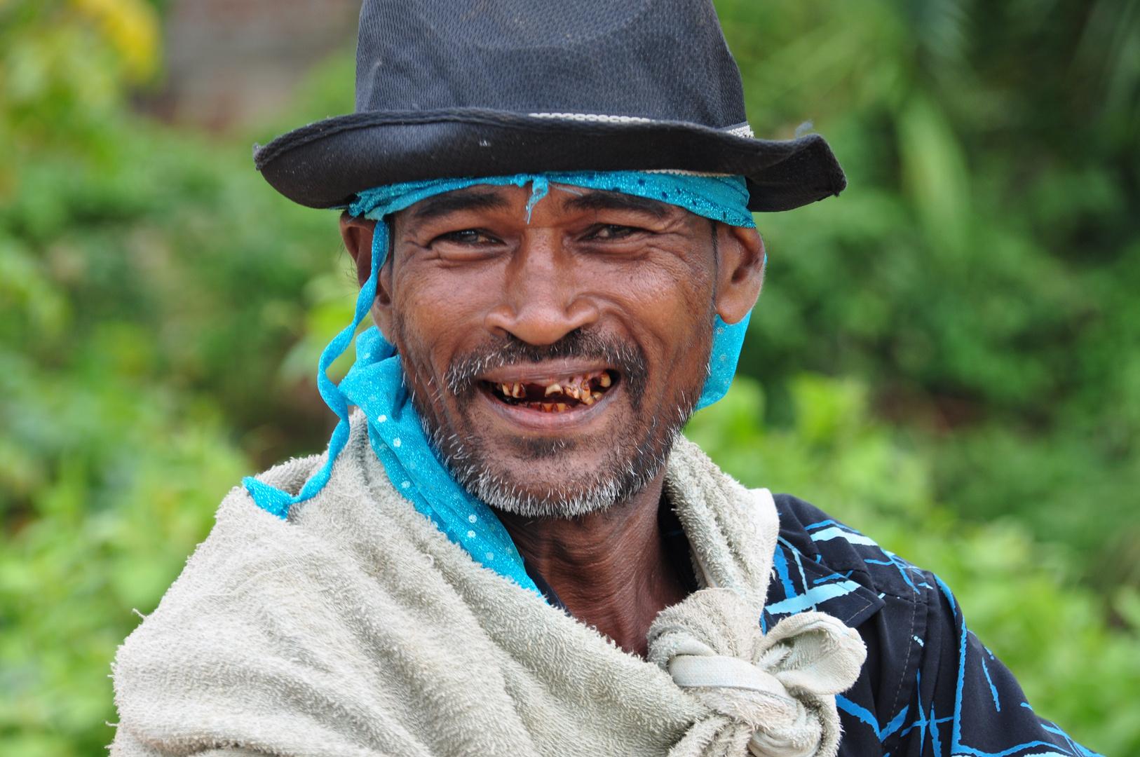 Fröhlicher Arbeiter in Sri Lanka